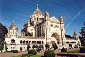 La basilica di Santa Teresa di Lisieux, in Normandia