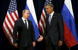 L'impacciato saluto tra Obama e Putin a New York (Reuters).