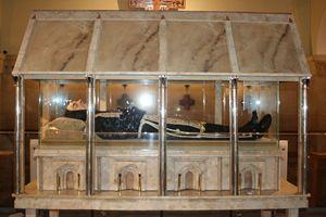Le spoglie mortali di Padre Pio esposte alla pubblica venerazione dei fedeli