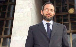 Umberto Ambrosoli. In copertina: Roberto Maroni durante una seduta del Consiglio regionale lombardo.