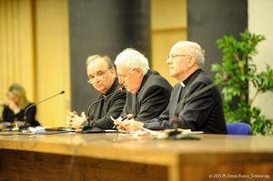 Sopra: don Marco Brunetti (primo a sinistra). In alto: don Marco Brunetti con l'arcivescovo di Torino, monsignor Cesare Nosiglia.