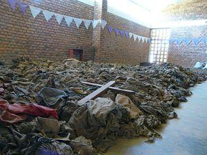 La chiesa di Nyamata, in Ruanda, oggi memoriale del genocidio. Vi furono uccise oltre 10 mila persone (Questa e le due foto seguenti sono di Luciano Scalettari).