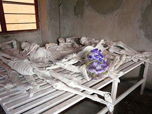 Una delle stanze dove sono stati deposti alcuni dei corpi ritrovati nelle fosse comuni alla scuola tecnica di Murambi. Vi fu perpetrato un eccidio di circa 50 mila persone.