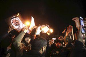 L'assalto all'ambasciata saudita a Teheran (Reuters).