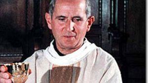 Padre Pino Puglisi mentre celebra la messa