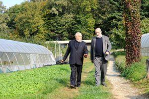 Da sinistra: Enzo Bianchi, priore della comunità monastica di Bose, con Carlo (Carlìn) Petrini. Foto di Nino Leto per Famiglia Cristiana.