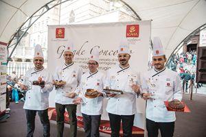 I cinque pasticcieri finalisti del concorso sul palco di Eurochocolate a Perugia
