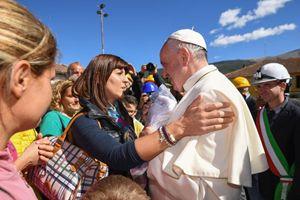 Il Papa ad Accumoli. Foto Ansa.