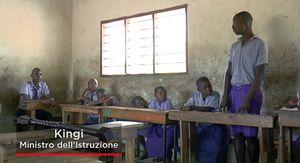 Una seduta del Parlamento dei Bambini. In copertina: Reuben Mapatano, che ha frequentato la Mkaomoto Primary School ed è stato membro del Parlamento dei Bambini.