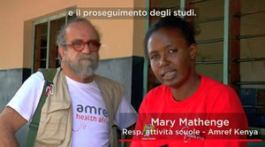 Mary Mathenge, responsabile del progetto, insieme a Giobbe Covatta.