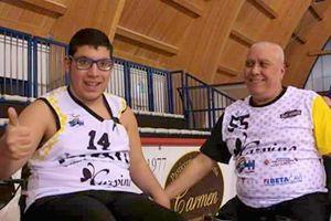 Daniele Conte con un compagno di squadra (foto di Fanny Rojas).
