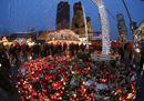 A Berlino riapre il mercatino di Natale, tra controlli e il ricordo delle vittime