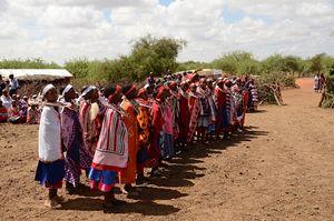 Un altro momento del rito alternativo tra i masai, in Kenya.