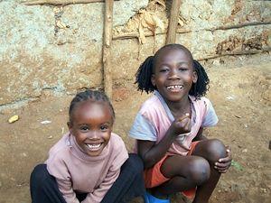 Bambini nella baraccopoli di Kibera, Nairobi.