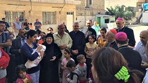 Il cardinale Filoni fra i profughi cristiani iracheni.