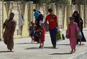 Profughi in fuga da Mosul.