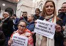 Napoli, flash mob davanti al Duomo: «Giù le mani da San Gennaro»