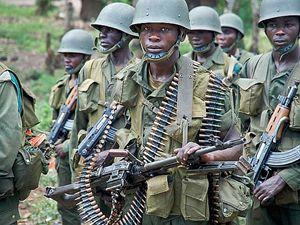 Militari dell'esercito regolare.