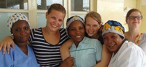 Volontarie nella cooperazione. In copertina: un gruppo di donne che fanno volontariato presso la Croce Rossa di Guidonia Montecelio.