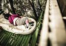 Milano, in mostra la vita sospesa dei migranti alla Stazione Centrale