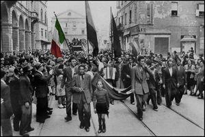 La rielaborazione di un'immagine della liberazione di Bologna. In alto: Primo Levi  (Torino, 31 luglio 1919 – Torino, 11 aprile 1987), scrittore, partigiano, chimico,
