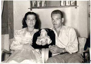 I coniugi Giusto e Iannuso ritratti con la Madonnina