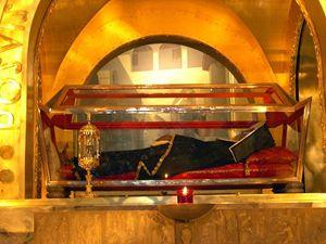Il corpo di santa Rita a Cascia nell'urna