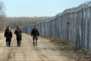 Un tratto del muro già costruito tra Ungheria e Serbia, nei pressi di Morahalom. Foto: Reuters.