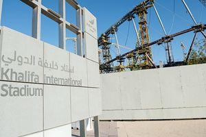 In questa e nelle altre immagini: la costruzione dello stadio di Khalifa, in Qatar, per i mondiali di calcio del 2022.