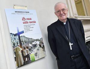 Monsignor Cesare Nosiglia, arcivescovo di Torino. Foto Ansa.