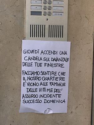 Il cartello apparso su tutte le case della zona di Milano dove c'è stata l'esplosione (foto Giusi Galimberti).