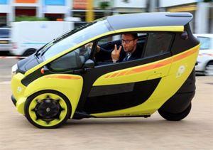 La Toyota i-Road a tre ruote.