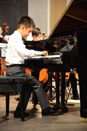 Rayan Wang, 8 anni, in concerto.