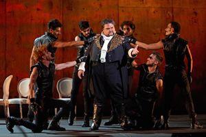 Il tenore americano Stuart Neill nell'Otello (foto Tabocchini).