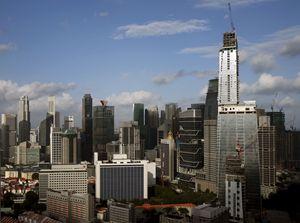 Una veduta di Singapore, città-stato posta ai limiti meridionali della penisola malese. Foto Reuters.