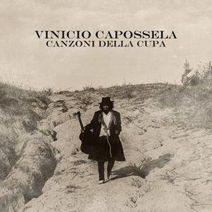 la cover di Canzoni della Cupa, l'ultimo disco di Vinicio Capossela uscito il 6 maggio scorso e composto da due parti, Polvere, con il tour estivo in corso adesso, e Ombra, che andrà nei teatri dopo l'estate