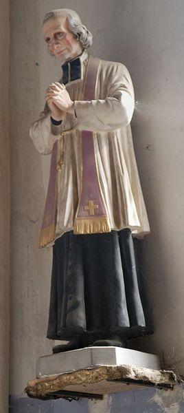 Una statua dedicata a San Giovanni Maria Vianney