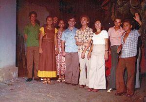 In questa e nelle immagini che seguono don Vito e i sui parrocchiani, nella seconda metà degli anni '70.