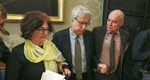 Luigi Manconi con i genitori di Giulio.