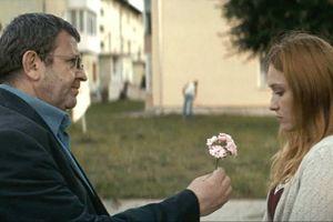 """Una scena tratta dal film Christian Mungiu, """"Un padre, una figlia""""."""