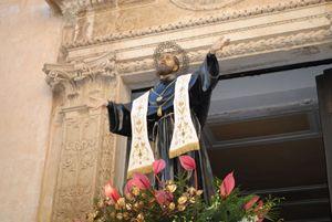 La statua di San Giuseppe durante la processione solenne in suo onore a Copertino (Lecce)