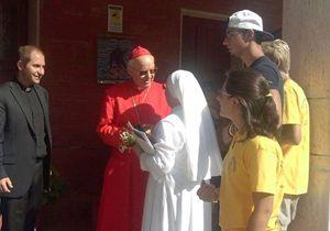 Il cardinale Lorenzo Baldisseri a Caltagirone. Fonte: pagina Facebook, bicentenario diocesi di Caltagirone.