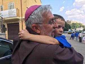 Monsignor Calogero Peri, vescovo di Caltagirone. Fonte: pagina Facebook, bicentenario diocesi di Caltagirone.