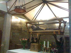 Il corpo di San Giuseppe custodito nella cripta della Basilica omonima ad Osimo (Ancona)