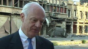 Staffan de Mistura, inviato speciale del Segretario generale delle Nazioni Unite, in una delle sue missioni in Siria.