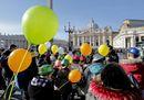La pace bambina: l'Azione Cattolica Ragazzi abbraccia il Papa