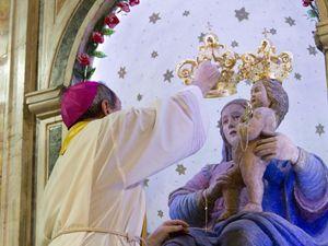 Un'immagine dalla tradizionale celebrazione pasquale della Madonna della Montagna a Polsi (foto Ansa)