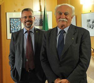 L'assessore al Bilancio Sergio Rolando (d) e il capo di Gabinetto Paolo Giordana negli uffici della Procura in attesa di essere interrogati nell'ambito dell'inchiesta sull'area ex Westinghouse (17 ottobre, foto Ansa).