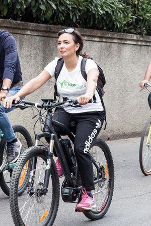 Il Commissario di governo del Terzo Valico Iolanda Romano in bici durante la Ciclocamminata