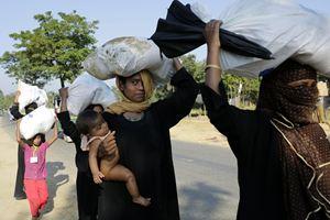 Tutte le fotografie di questo servizio, scattate tra i profughi Rohingya scappati dal Maynamar (ex Birmania) in Bangladesh, sono dell'agenzia Ansa.